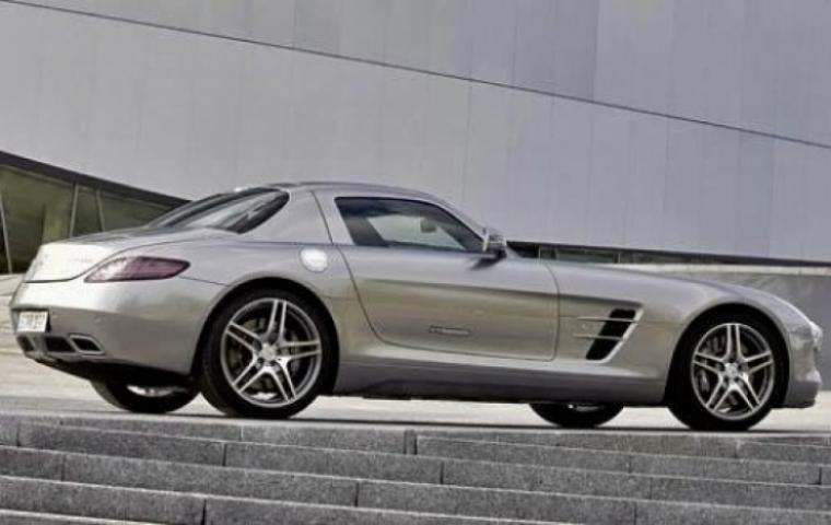 Mercedes sls amg el deportivo alem n que nacio como un for Mercedes benz deportivo