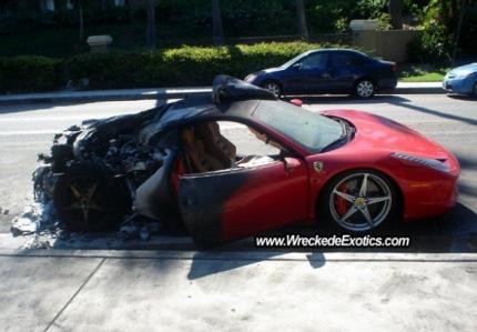 Ferrari investiga las causas del fuego en las 458 Italia.