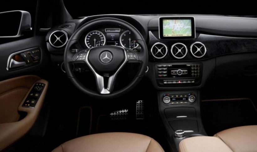 filtrado el interior del mercedes benz clase b 2012