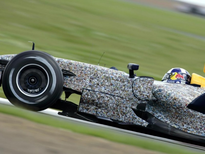 NOTICIAS SOBRE LA F1 2012 - Página 2 Red-bull-faces-for-charity-201211109_1