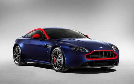 Aston Martin V8 Vantage N430 y DB9 Carbon Black&White Special Edition