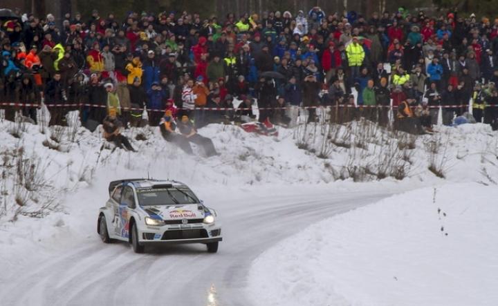 Latvala se pone líder tras el accidente de Ogier en el dia 3