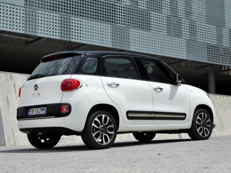 Italia - Abril 2014: El Fiat 500L se mantiene firme