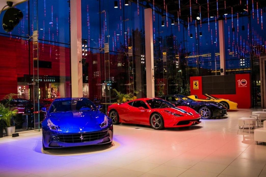 Ferrari celebra 10 años vendiendo coches en Rusia con ediciones especiales