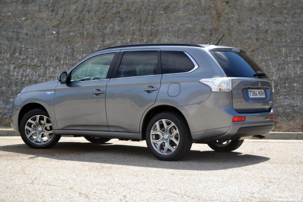 Primer contacto: Mitsubishi Outlander PHEV (II): Precio, prueba, tecnología, ficha técnica y equipamiento