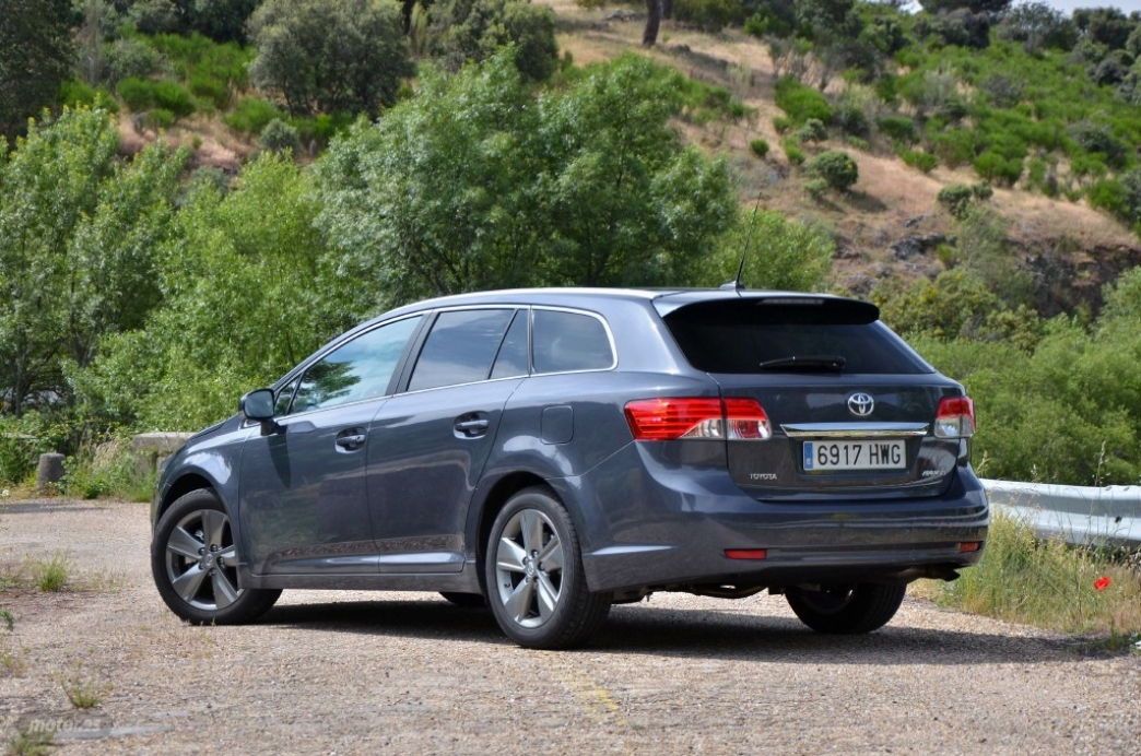 toyota avensis crossover