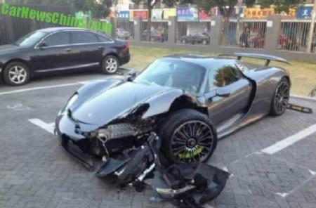 Porsche 918 Spyder siniestrado en China