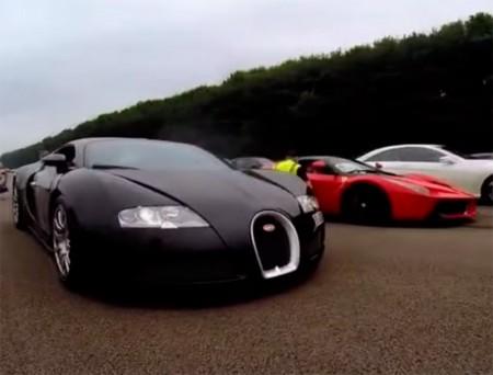 Un Bugatti Veyron frente al Ferrari LaFerrari en una drag race de cuarto de milla
