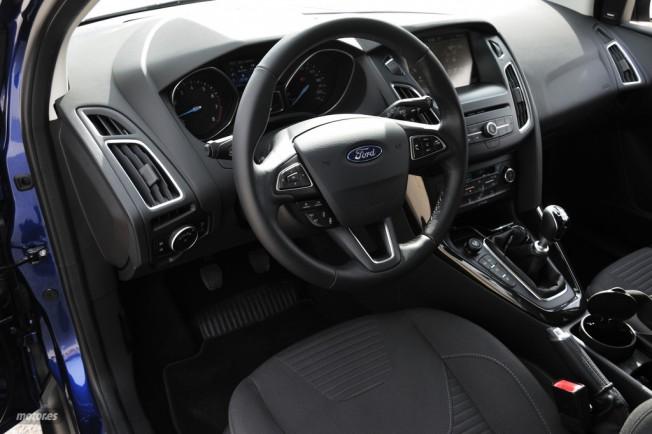 ford-focus-10-ecoboost-i-interior-y-nove