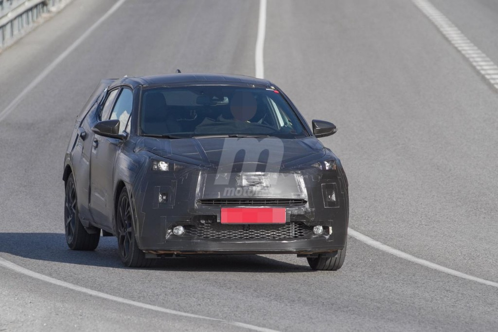 2016 - [Toyota] C-HR Toyota-crossover-anti-juke-201522841_2