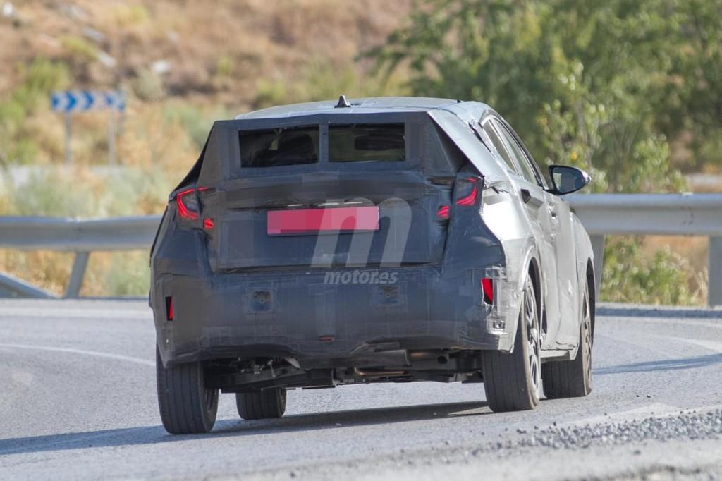 2016 - [Toyota] C-HR Toyota-crossover-anti-juke-201522841_9