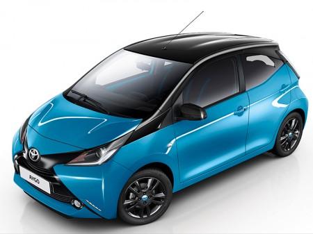 Toyota Aygo x-cite, el azul siempre pega con el negro