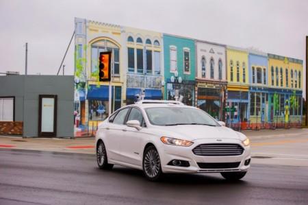 Ford prueba su vehículo autónomo en MCity