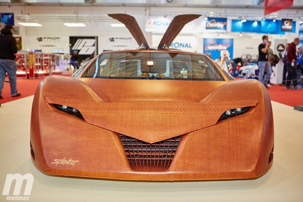 un carro de lujo y superdeportivo fabricado en madera
