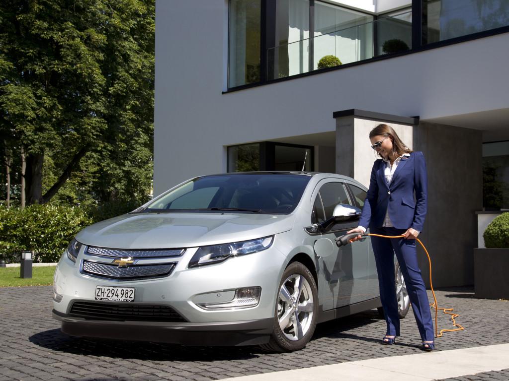 Si quieres cargar un coche eléctrico en casa, debes saber ...