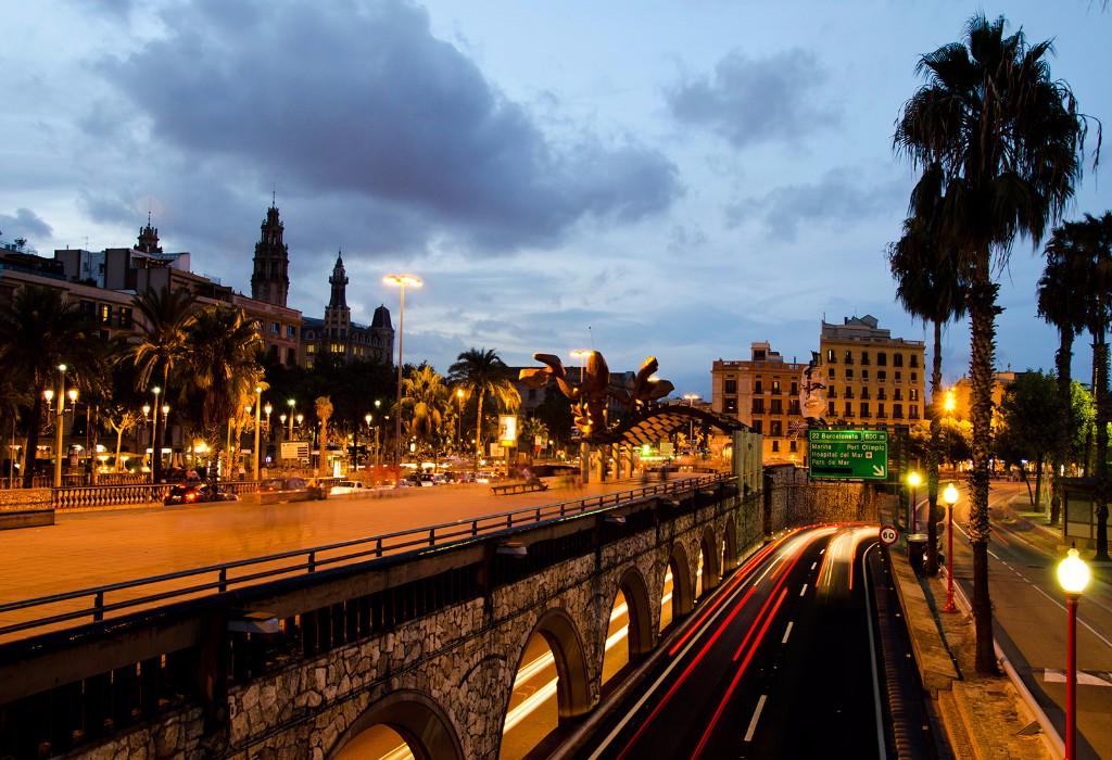 Barcelona se plantea prohibir la circulación de coches con más de 20 años