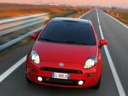 Italia - Diciembre 2015: El Fiat Punto echa el freno