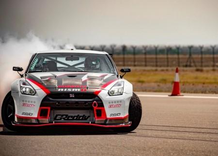 Nuevo récord para el Nissan GT-R: el 'drift' más rápido del mundo, a más de 300 km/h