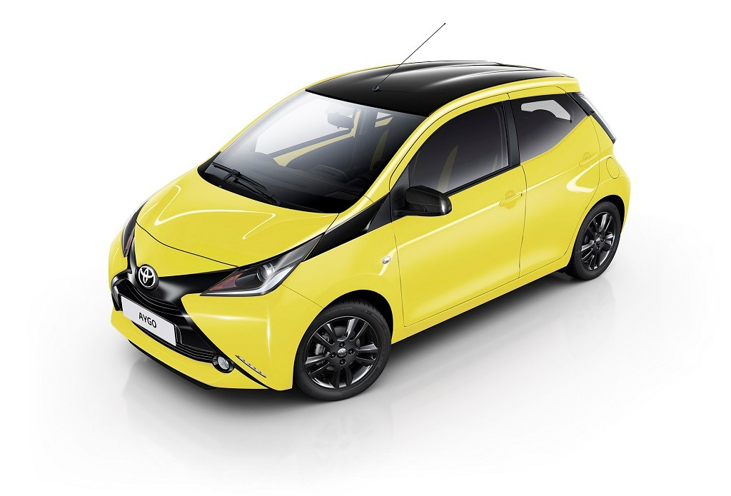 nuevo toyota aygo x cite ahora con el amarillo como protagonista. Black Bedroom Furniture Sets. Home Design Ideas