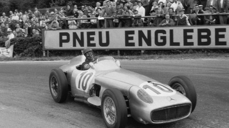 Mercedes se despide triunfante con Fangio tras un año trágico