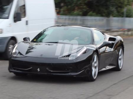 Cazado en Italia un misterioso prototipo de pruebas Ferrari V8 con KERS