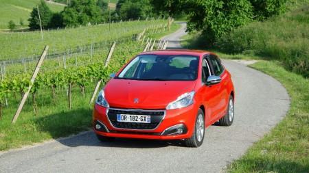 Francia - Julio 2016: El Peugeot 208 recupera el primer puesto