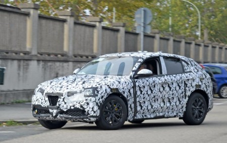 Alfa Romeo Stelvio: continúa la pérdida de camuflaje del esperado SUV italiano