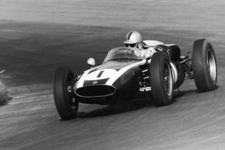 Jack Brabham consagra el motor central con su segundo título