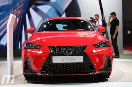 Lavado de cara para el Lexus IS en el Salón de Pekín