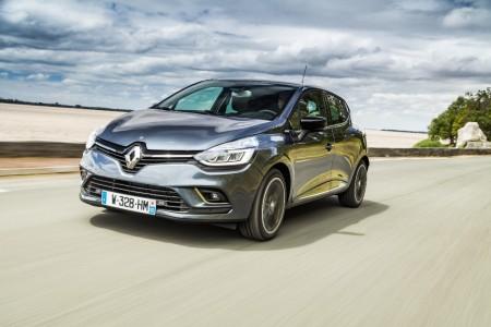 España - Septiembre 2016: El Renault Clio vence y el Seat Ateca convence