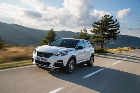 Francia - Octubre 2016: El nuevo Peugeot 3008 ya es el SUV compacto más buscado