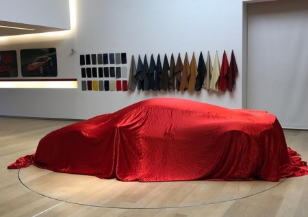 Ferrari Special Projects ha logrado encajar el V12 del LaFerrari en un 458