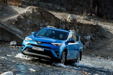 Rusia - Mayo 2017: El Toyota RAV4 recupera el crédito