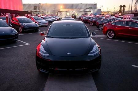 Conoce el equipamiento de serie del Tesla Model 3 y los opcionales disponibles