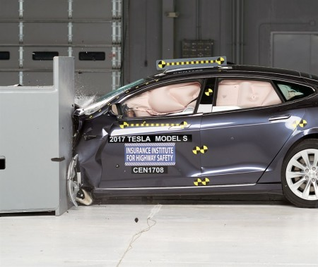 Tesla Model S 2017: empeora sus resultados previos en los crash-tests del IIHS