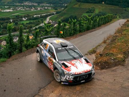 Pepe López, entre los ocho pilotos elegidos por Hyundai