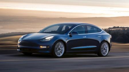 """Tesla Model 3: la versión """"long range"""" cuenta con 261 CV y 75 kWh"""