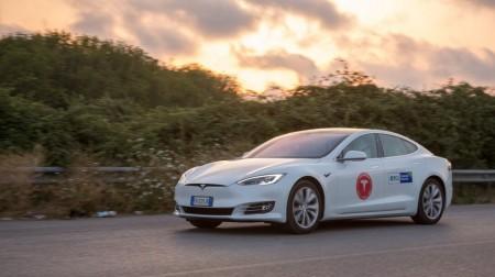 Récord: un Tesla Model S logra más de 1.000 kms de autonomía con una sola carga