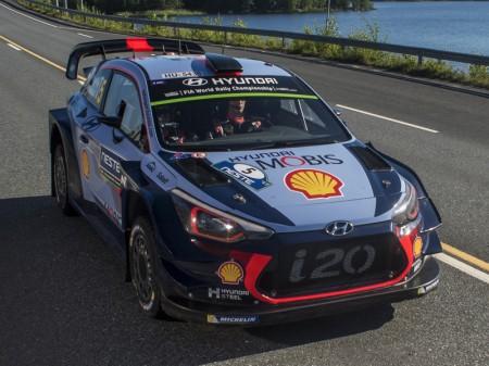 Thierry Neuville estrena liderato del WRC en Alemania