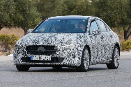 El Mercedes Clase A Sedán cazado con nueva configuración trasera