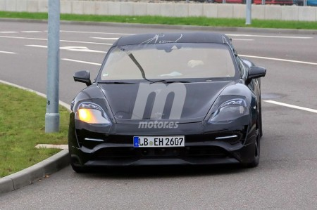 El modelo de producción basado en el Porsche Mission E comienza sus pruebas reales
