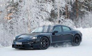 Porsche ya prueba la versión de producción del Mission E en la nieve