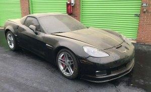 Aparece un Chevrolet Corvette Z06 nuevo abandonado en un trastero