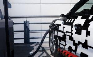 El modelo de producción del Audi e-tron prototype ofrecerá una autonomía eléctrica de 400 kilómetros