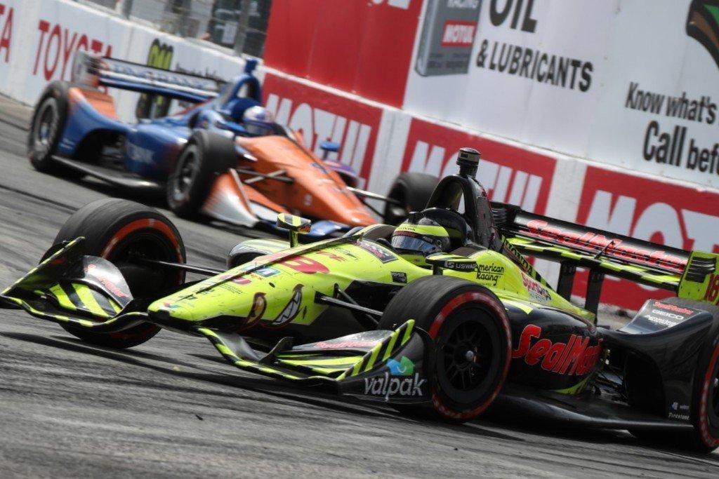 Indycar v deo el espectacular adelantamiento triple de for Triple e motors long beach ca