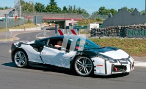 Prototipo híbrido del Ferrari 488 al descubierto en Fiorano