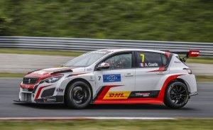 Aurélien Comte da la primera victoria a Peugeot en el WTCR
