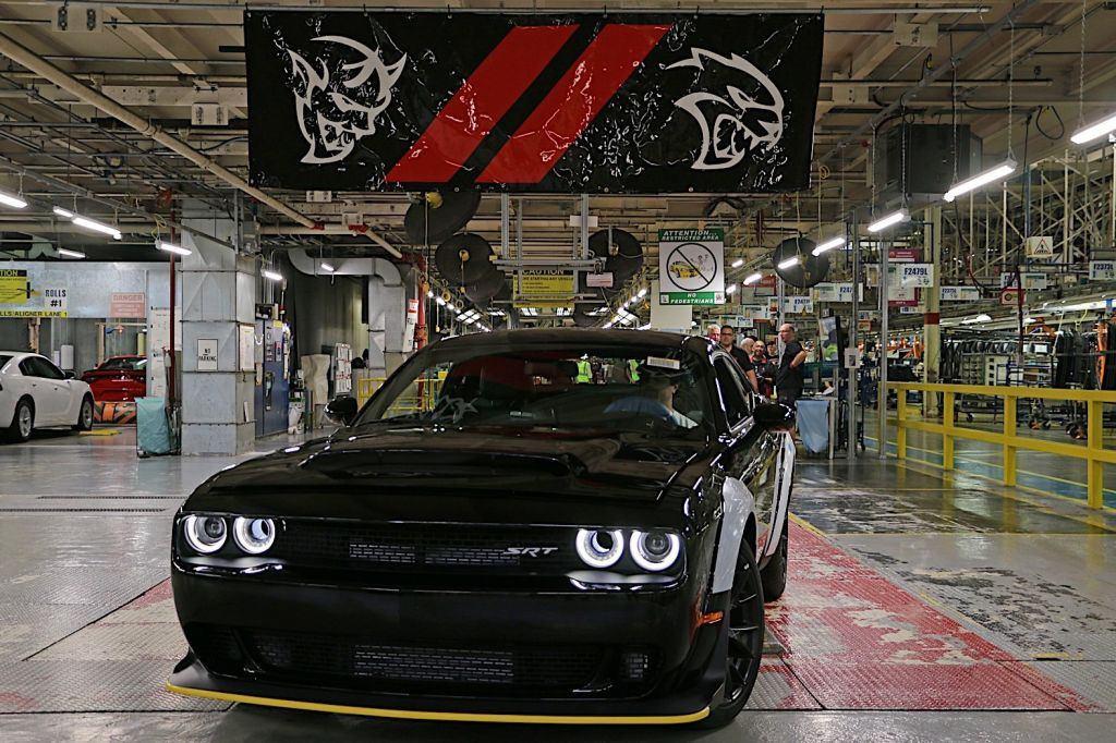 El Ultimo Dodge Challenger Srt Demon Sale De La Cadena De Montaje Motor Es