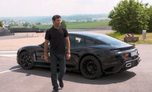 Mark Webber prueba el Porsche Mission E eléctrico en Weissach