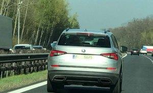 El nuevo Skoda Kodiaq RS, cazado en una autopista checa mientras realizaba pruebas